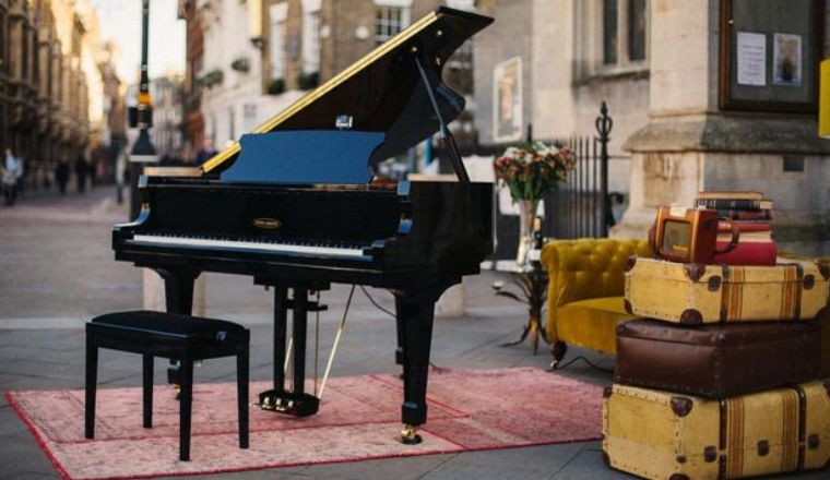 pay-the-edelweiss-piano-which-was-pitched-outside-kings-college3
